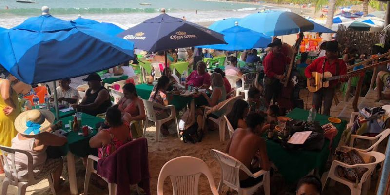 La Ropa Zihuatanejo Beach Restaurant